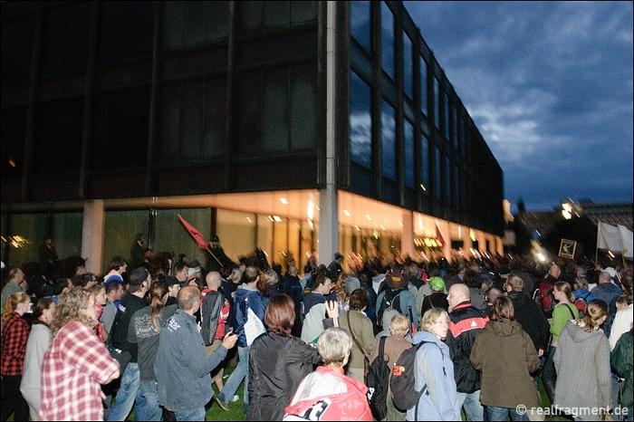 Stuttgart 21: Zehntausende protestieren am Landtag