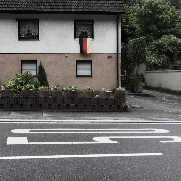 Haus mit Deutschlandfahne