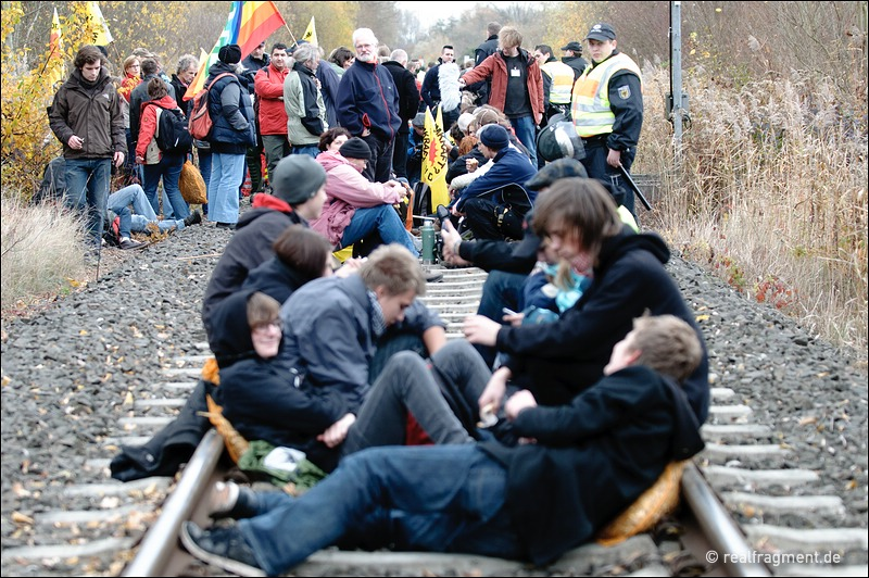 Castor 2010: Blockade in Berg, Protest in Karlsruhe