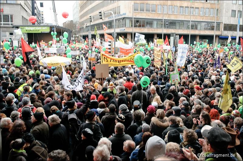 Protest plus gegen Stuttgart 21 plus