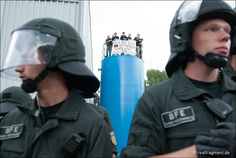 Aktivisten auf einem der besetzten Tanks