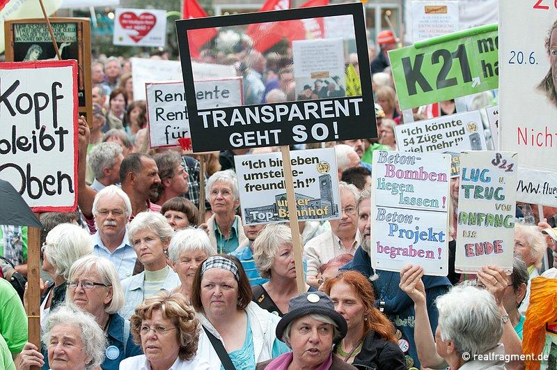 Nach wie vor wird die fehlende Transparenz von Politik und Projektträgern angeprangert. Wie Transparenz aussieht, zeigt ein S21-Gegner