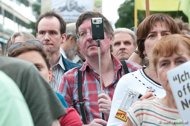 Die Angst des Staates vor dem Bürger: S21-Gegner mit Kamera. Stuttgarts Polizeipräsident Züfle spricht von 'Bildfallen'
