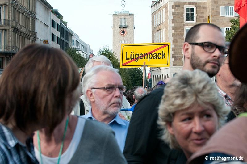Demozug nach der Kundgebung: 'Lügenpack'